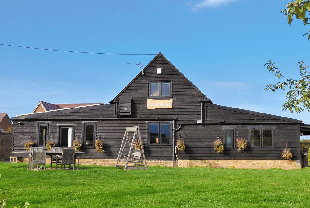 Appletree Barn in Preston, near Canterbury and Ramsgate, sleeps 8 people