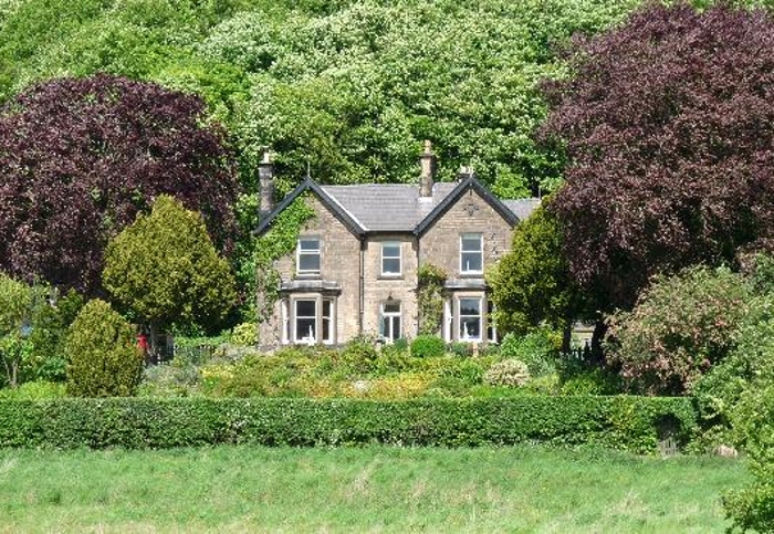 Holmefield House in Darley Dale, near Matlock, sleeps 14 people