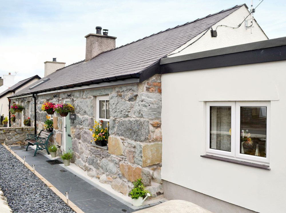 Llifon is a holiday cottage in Bethesda Bach, near Caernarfon - the home of the famous castle