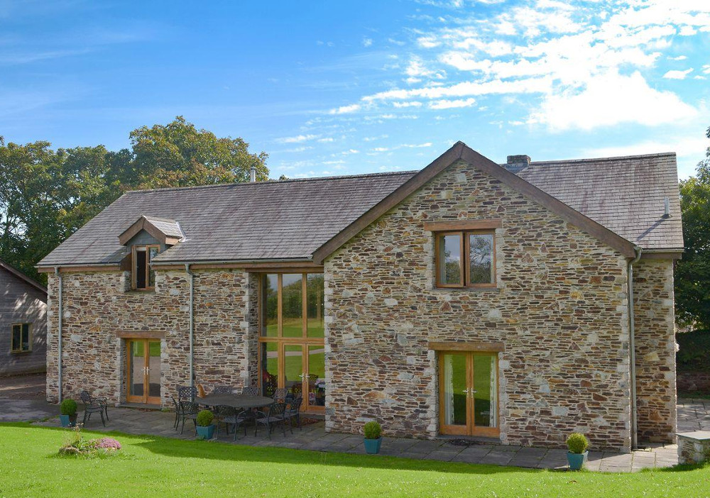 Poulston House at Poulston Farm in Totnes sleeps 12