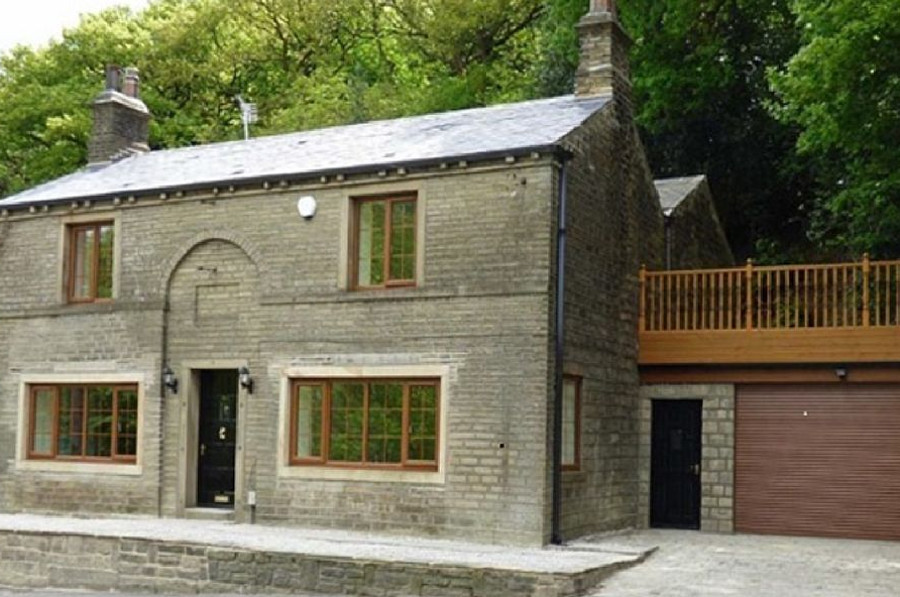 Spring Wood Cottage in Netherton, near Holmfirth, sleeps 16