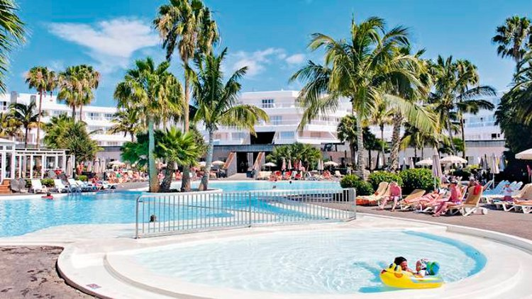 The swimming pool at ClubHotel Riu Paraiso Lanzarote Resort, Playa de los Pocillos
